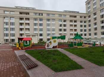 Детские игровые площадки во внутреннем дворе-террасе